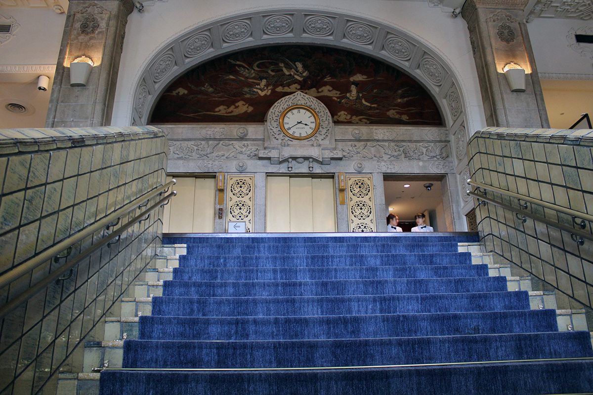 グランドロビーの大階段