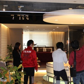 SLEEP SELECT AOYAMAにて行われたTBS「アッコにおまかせ!」の撮影取材風景です。
